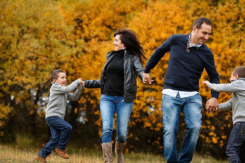 fotografia-familia-otoño-campo-00008.JPG